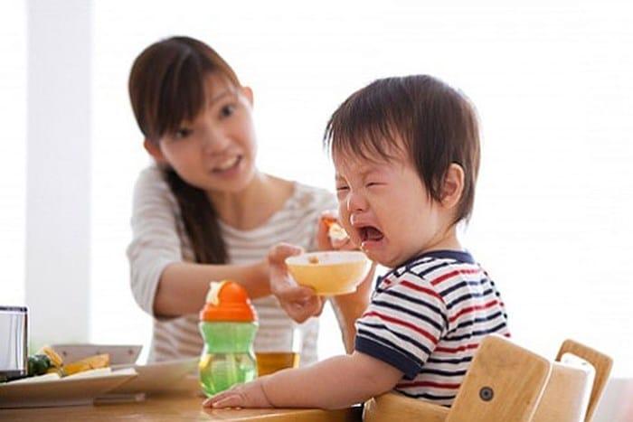 dấu hiệu đau dạ dày ở trẻ em 1