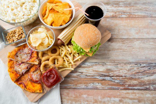 ăn thức ăn có hại cho dạ dày